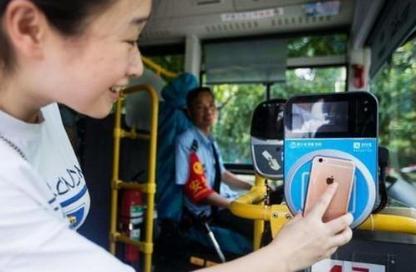 成都本月内实现刷手机乘坐公交地铁