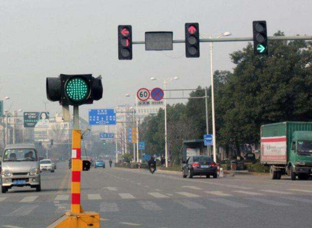 天津滨海新区部分交通信号灯进入智能时代