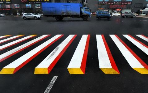 成都市首条智能斑马线亮相