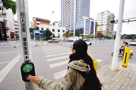 淮北市淮海路设立行人过街信号灯