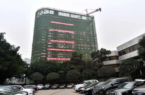 """重庆首座""""智能立体停车楼""""进入调试阶段"""
