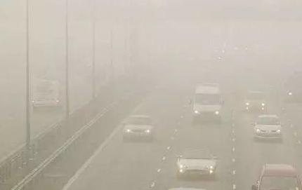 安全出行|三秒知识点:到底如何才能在雾天安全回家?