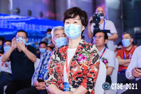 公安部治安管理局二级巡视员、中国保安协会秘书长  吴笑颜