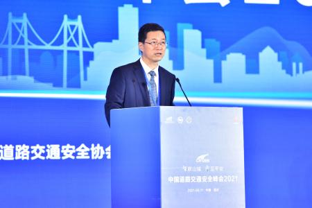 公安部道路交通安全研究中心主任、中国道路交通安全协会会长  王长君